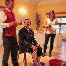Propst Franz Lusak wurde bei der Jubiläumsfeier eine Kneipp-Kur verschrieben.