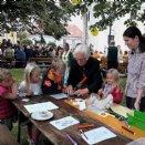 kreatives Kinderprogramm beim Pfarrfest © M. Löffelberger